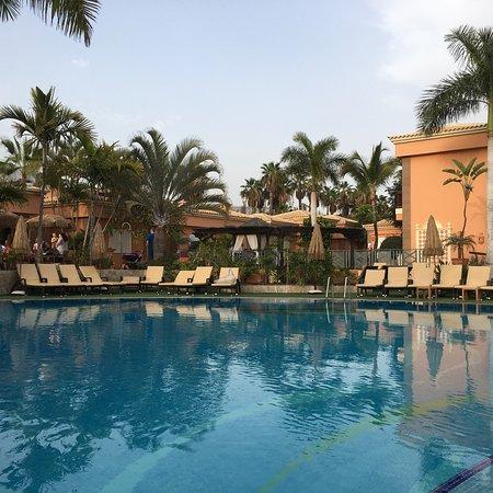 Piscina principal kuva green garden resort suites - Green garden piscina ...
