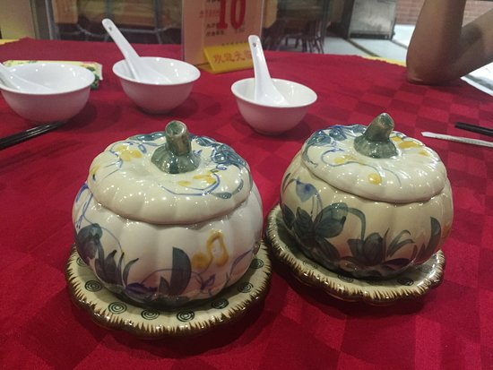 Foo Yau Yuan Vegetarian Restaurant: the beautiful soup bowls