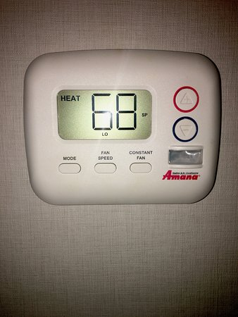 Holiday Inn Newark Airport: Thermostat with Constant Speed Fan option - awesome