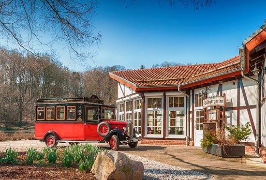 Restaurant Burgergarten - Dobeln: Oldtimer mit Platz für 8 Personen inklusive Chauffeur