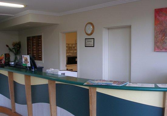 Cairns Queenslander Hotel and Apartments: Reception