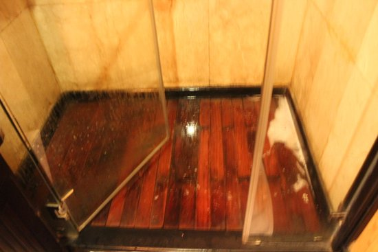 2-Day Halong Bay Syrena Cruise- Included Round Trip Shuttle Bus: shower showing water still in bottom of shower