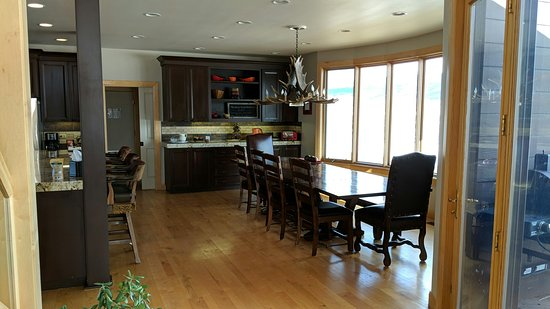 Victor, ID: Dining room and kitchen