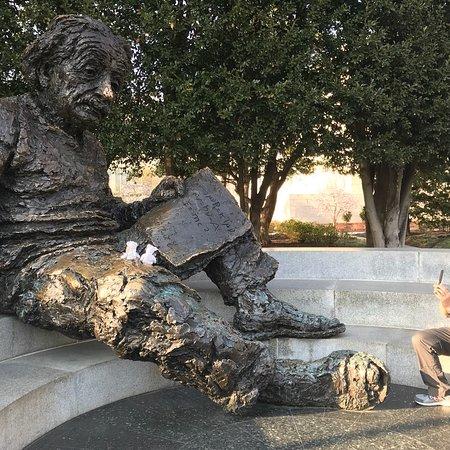 Albert Einstein Memorial: photo0.jpg