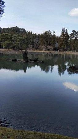 Motsu-ji Temple: 有名な池