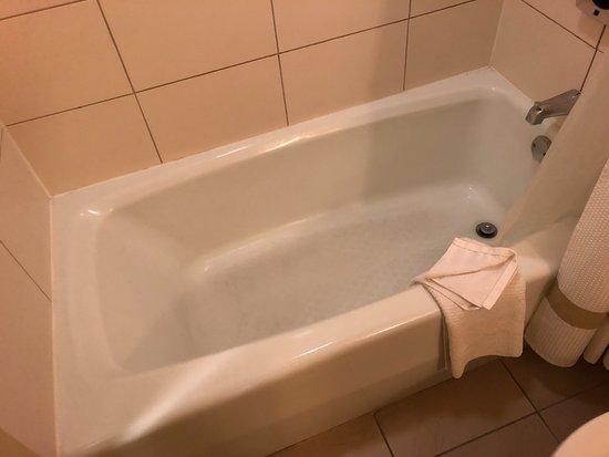 Albuquerque Marriott: チェンジしてもらった部屋にはバスタブがあり安心。