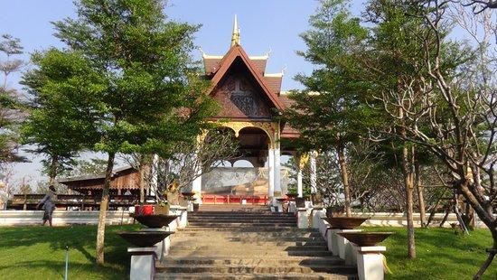 Don Khong, ลาว: petit temple à l'entrée