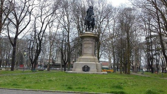 Карпи, Италия: Statua del generale