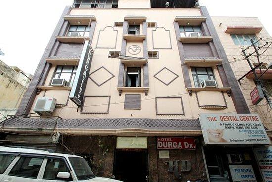 Hotel Durga Deluxe: Hotel outside