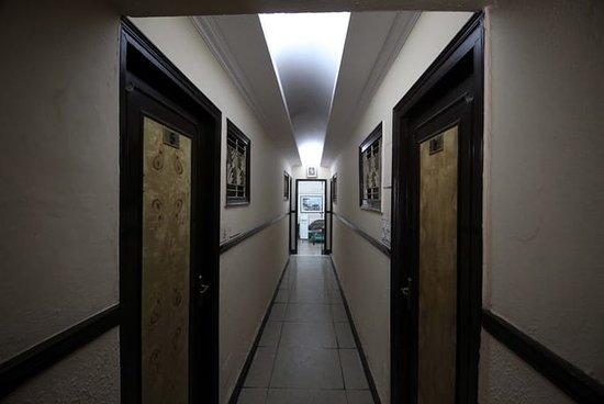 Hotel Durga Deluxe: Corridor