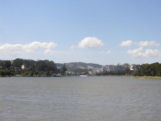 対岸からの景色