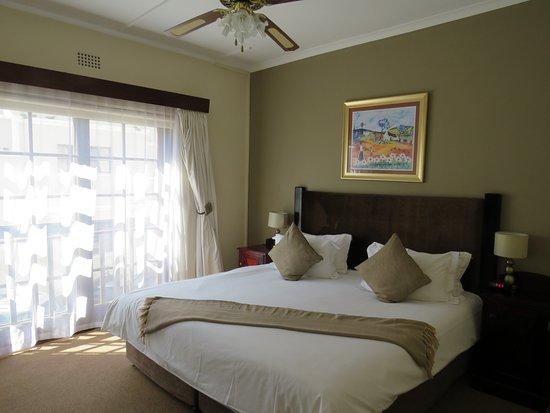 โรงแรมเบสท์เวสเทิร์นเคปสวีทส์: Bedroom