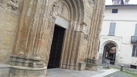 Basilica San Michele Maggiore: S. MICHELE...