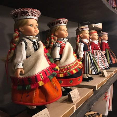 Región de Riga, Letonia: BAIBA doll in national costume of Latvia is the childhood dream of every Latvian woman.