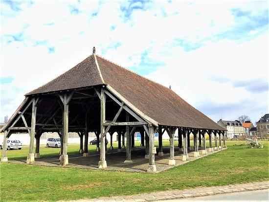 Scorbé-Clairvaux, Γαλλία: Monument classé : Anciennes halles aux grains construites au 18è tout en respectant le style du