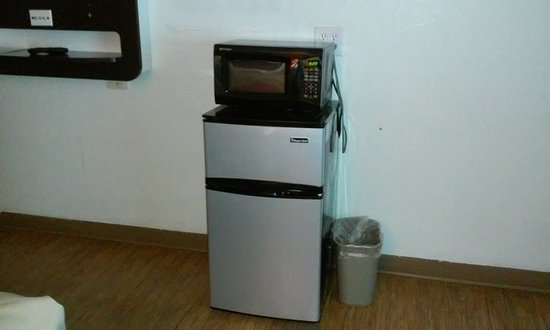 Motel 6 Wytheville: The room was so large, the refrigerator and microwave looked awkward!