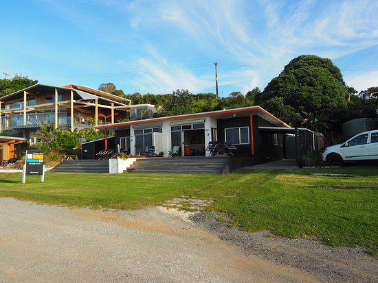 Cable Bay, Nova Zelândia: Golden Sand Beachfront Accommodation