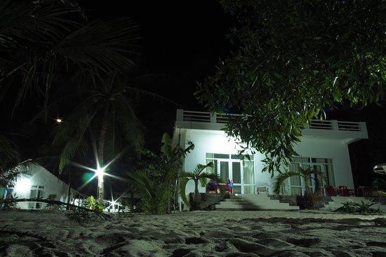 Song Cau Town, Βιετνάμ: Der Timothe Beach Bungalow bei Nacht