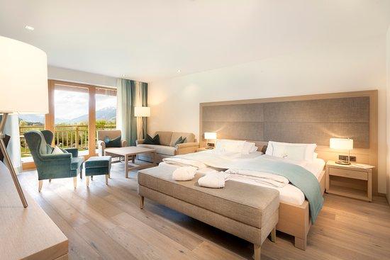 Lavant, Austria: Wellness Luxusdoppelzimmer mit Blick in den Garten