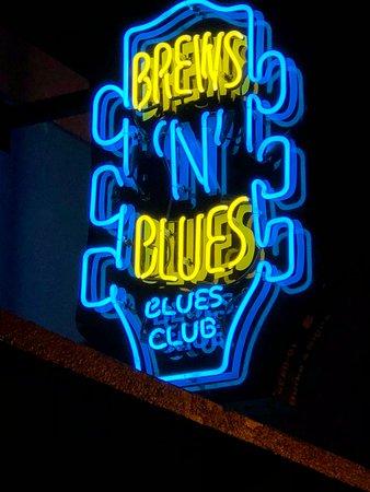 Brews 'N' Blues neon sign
