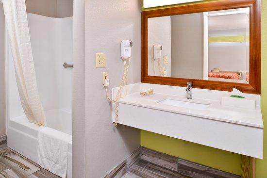 Winder, GA: Guest Bathroom