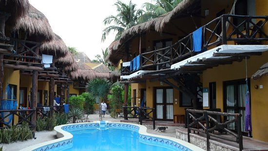Holbox Dream Beach Front Hotel by Xperience Hotels : Chambres donnant sur la piscine principale.