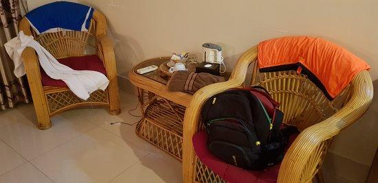 Gloria Angkor Hotel: Кресла не удобные. Может конечно только в моем случае с ростом в 185. Форма сама не удачная.