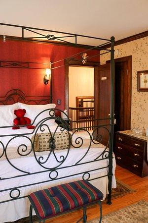 A' Tuscan Estate Bed & Breakfast: Portofino Guest Room