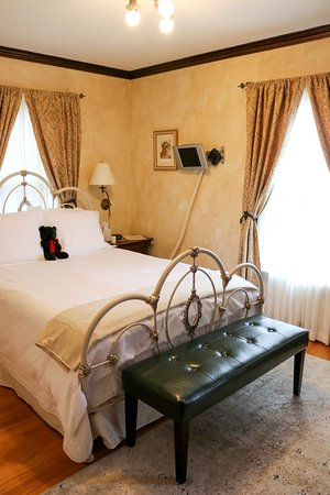 A' Tuscan Estate Bed & Breakfast: Siena Guest Room