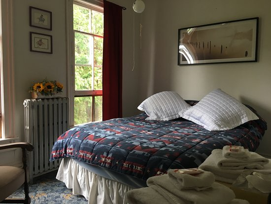 Blue Mountain Lake, NY: Blue Heron has a queen bed