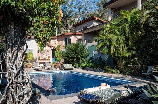 Hacienda de la Costa: Plenty of loungers surround the solar heated pool