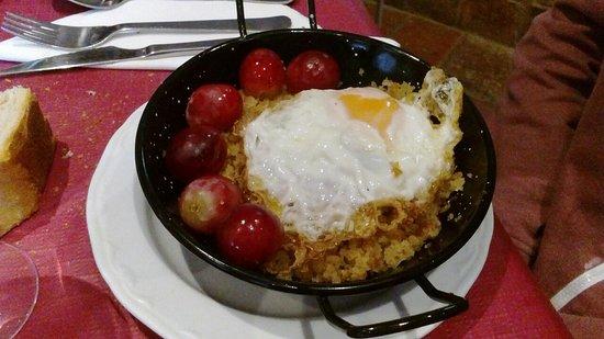 Anento, Spain: Migas con huevo y uvas