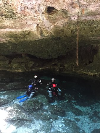 Divers UnderGround: Entrance of the cavern, crystal clear water!