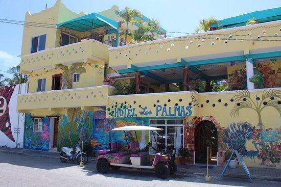 Hotel Las Palmas: Front of Hotel