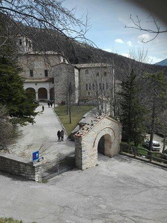 Serra Sant'Abbondio, إيطاليا: Il monastero