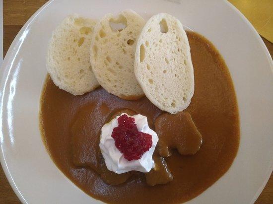 Boretice, Czech Republic: svíčková na smetaně, houskový knedlík - jídlo bylo vynikající