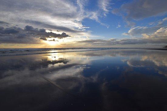 Waiuku, Nowa Zelandia: Beach walk