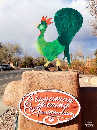 Cinnamon Morning Bed And Breakfast: Look for our colorful rooster to welcome you!