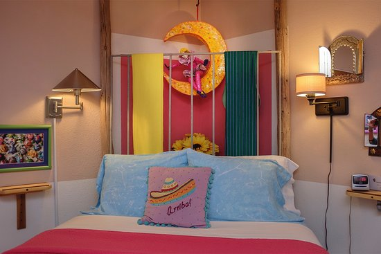 Cinnamon Morning Bed And Breakfast: The colorful art and warmth of Mexico gives this room its name ... Mexican