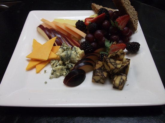 The Fitz Irish Cheese Plate with House Baked Brown Bread & Irish Cheese Plate with House Baked Brown Bread - Picture of The ...