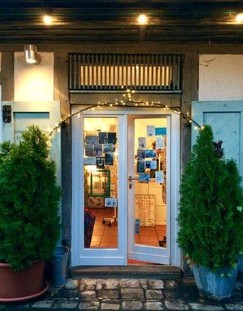 Koenigsberg in Bayern, ألمانيا: Eingang zur Boutique im Kunsthandwerkerhof