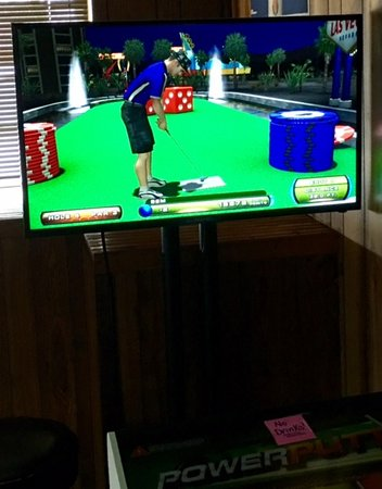 North Webster, IN: Lucky's Tavern Power Putt video game