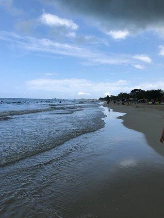 Jimmy Buffett's Margaritaville Negril: Looking down the 7 mile beach