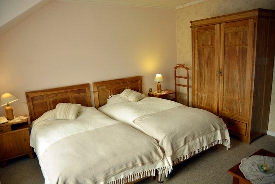 Hotel y Departamentos El Castillo de Niebla: doble twin