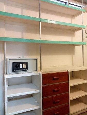 Merveilleux Casas La Selvatica: Casa Grande: Large Walk In Closet With Electronic Metal  Safe