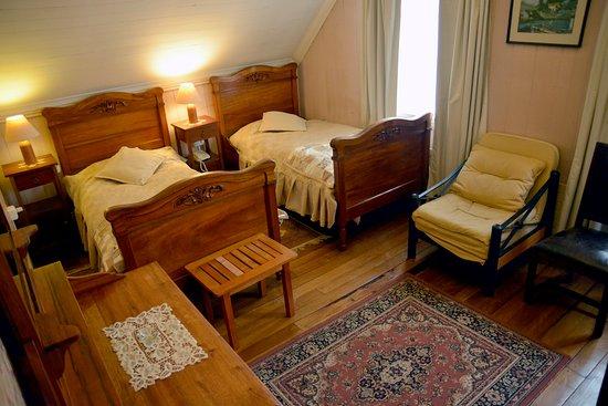 Hotel y Departamentos El Castillo de Niebla: habitación doble twin (casona)