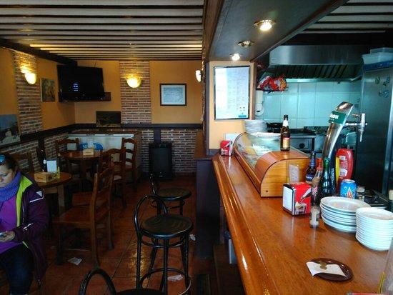 Cerezo de Arriba, Spanien: Interior Bar Pico Del Lobo_large.jpg