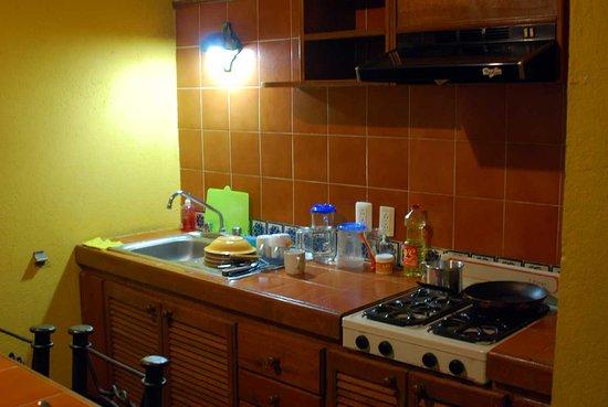 Suites del Centro: Кухонная зона