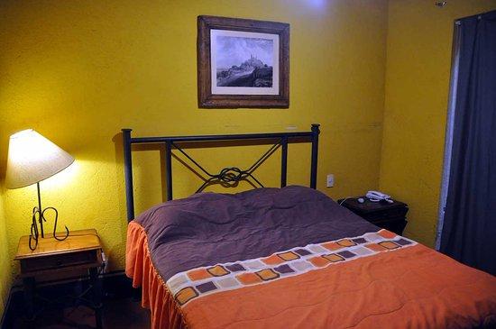 Suites del Centro: Кровать