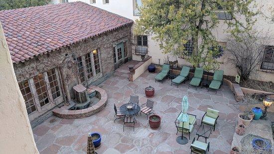 La Posada Hotel: One of the courtyards